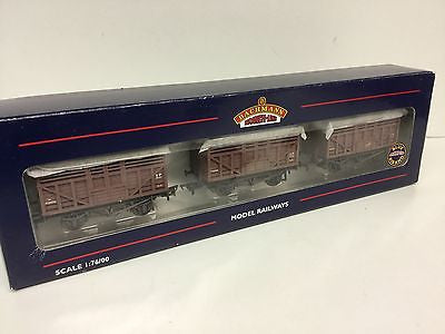 Bachmann 37-700Z OO Gauge 12t Cattle Wagon BR Bauxite (Weathered) Triple