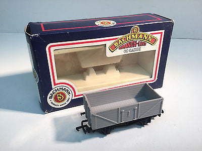 Bachmann 33-103 OO Gauge 7 Plank Wagon (Undecorated)