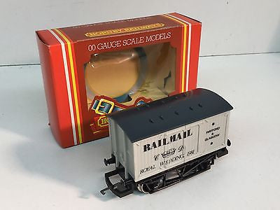 Hornby R042 OO Gauge Railmail Special Van - Royal Wedding 1981