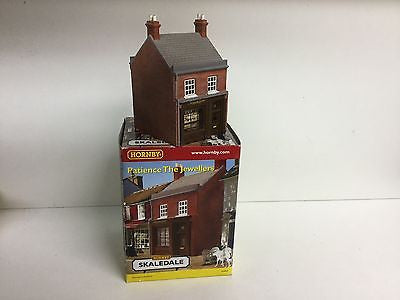 Hornby R8965 OO Gauge Patience the Jewellers