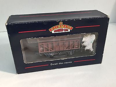 Bachmann 33-655 OO Gauge Cattle Wagon LMS Brown Factory Weathered