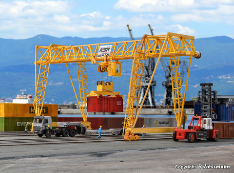 Kibri 38530 HO/OO Gauge DEMAG Container Crane Kit