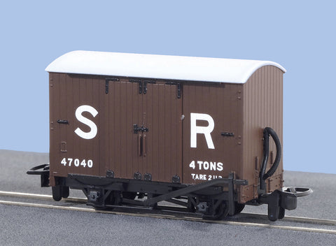 Peco GR-221E OO-9 Gauge SR Box Van No 47040