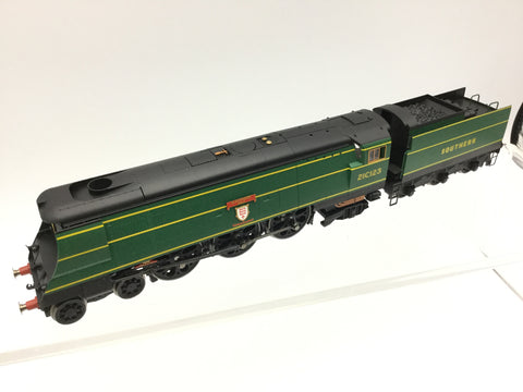 Hornby R2219 OO Gauge SR Green West Country 21C123 Blackmoor Vale