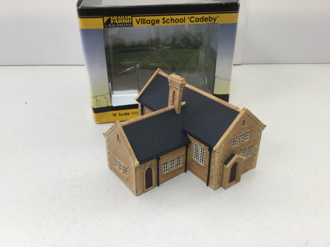 Graham Farish 376-755 N Gauge Village School 'Cadeby'