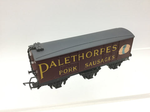 Hornby R733 OO Gauge 6 Wheel Van 'Palethorpes Sausages'