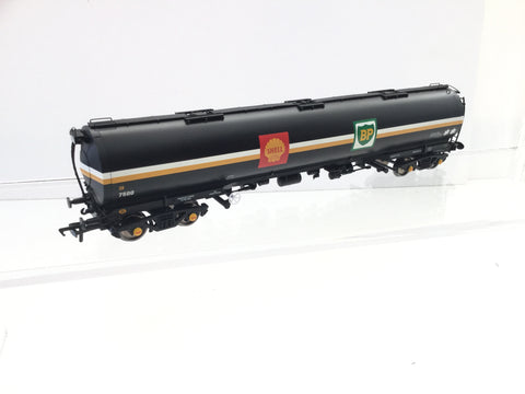 Bachmann 38-221 OO Gauge TEA Bogie Oil Tanker Wagon Shell/BP 7500