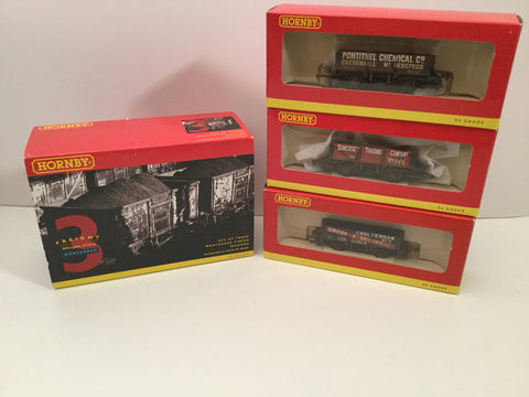Hornby R6279 OO Gauge 3 Assorted Plank Wagon Factory Weathered