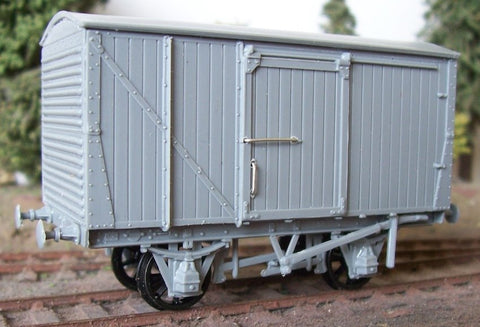 "Cambrian C102 OO Gauge LMS 12ton Van Kit (Unventilated, ""Steel ends"") (D1663)"