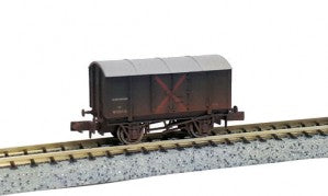 Dapol 2F-013-038 N Gauge GWR Gunpowder Van W105715 Weathered