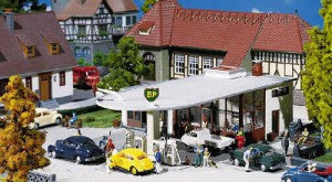 Faller 130347 HO Gauge BP Petrol Station Kit