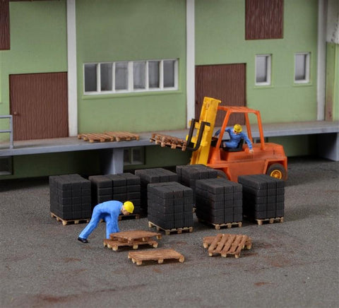 Kibri 38149 HO/OO Gauge Freight Loads & Pallets Kit