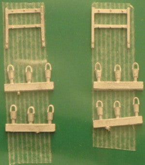 Springside 2mm/No9 N Gauge Whitemetal Platform Fire Bucket & Stand Kit (UNPAINTED)