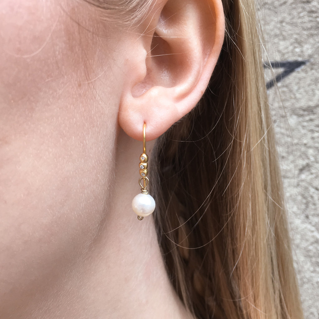 DROPS DELIGHT, Small Pearl Earring