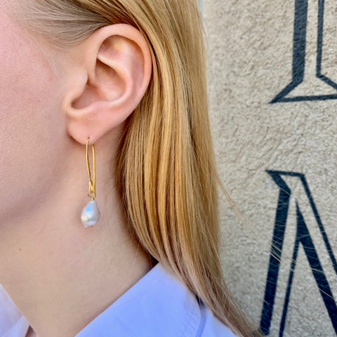 DROPS DELIGHT, Pearl Long Baroque Earring, White Gold
