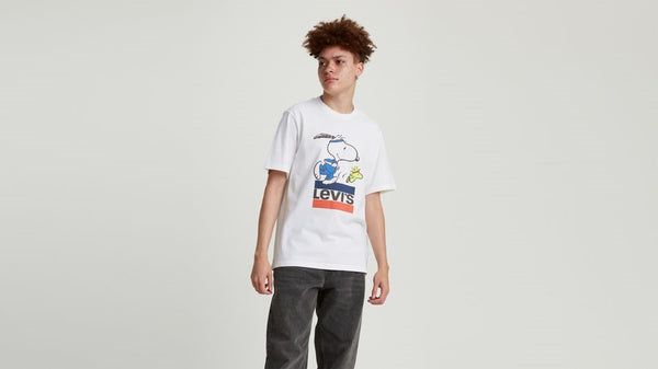 16143-0080 Levi's Premium SS Relaxed Fit Logo Torch Snoopy Tee