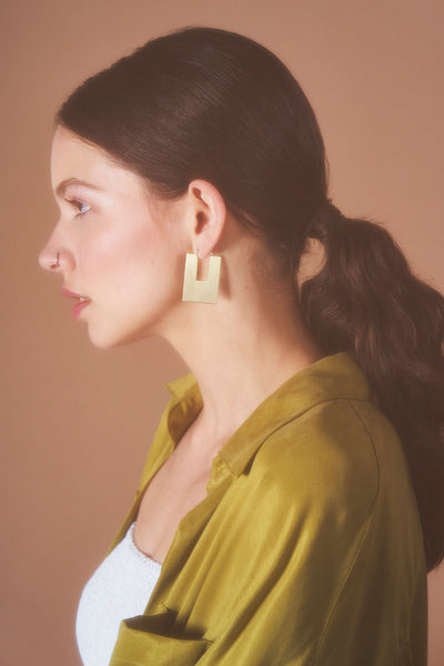 ANNI HOOPS IN BRASS