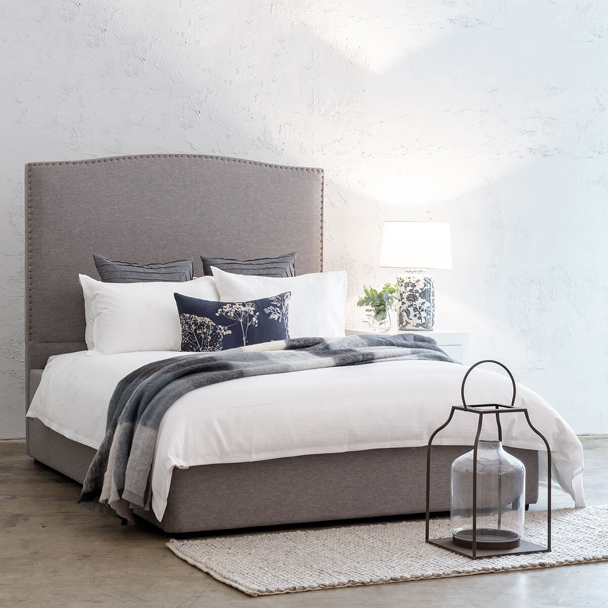 AVALON BED WITH STUDDED CURVE FRAME   |  GREY LINEN  |  KING SIZE
