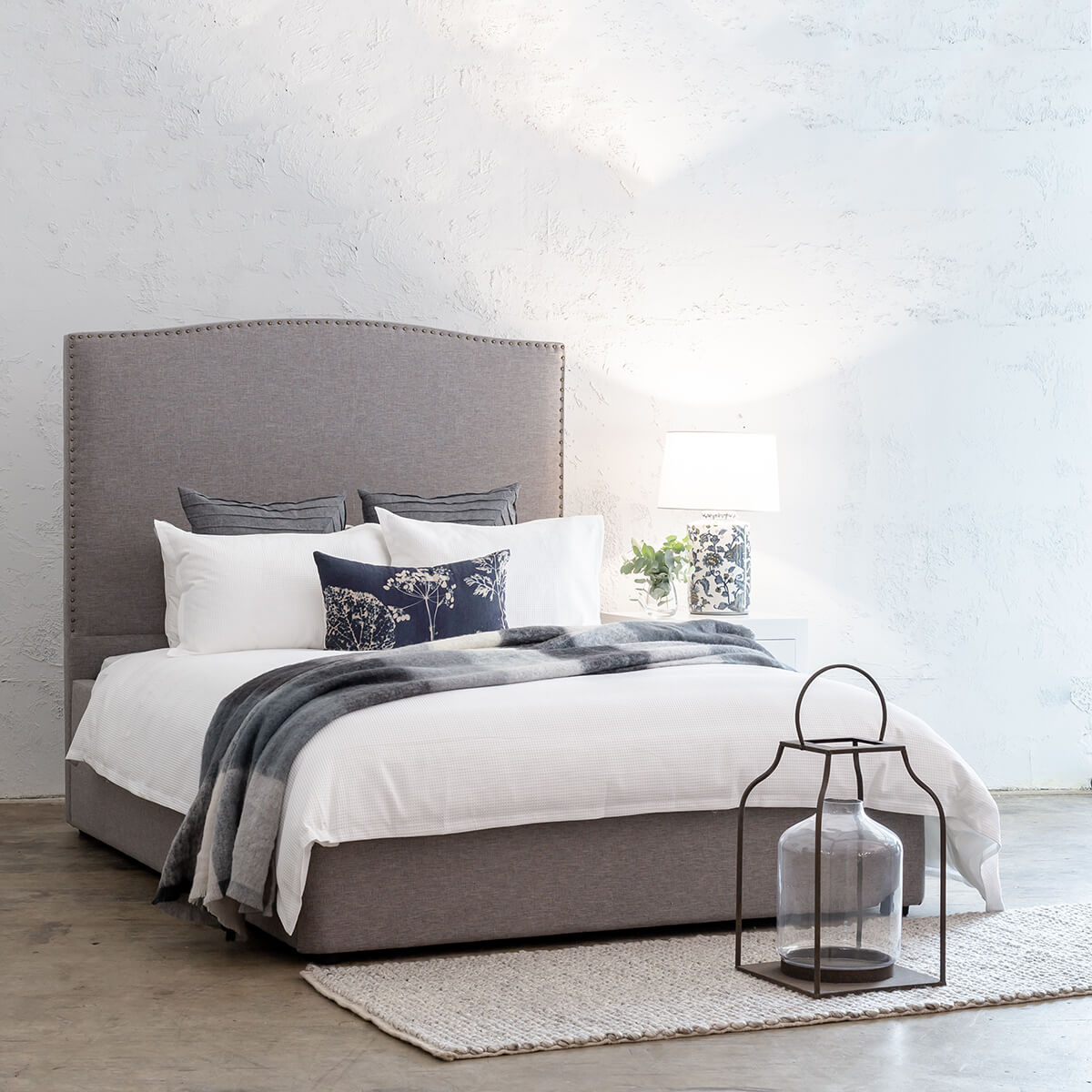 AVALON BED WITH STUDDED CURVE FRAME   |  GREY LINEN  |  QUEEN SIZE BED