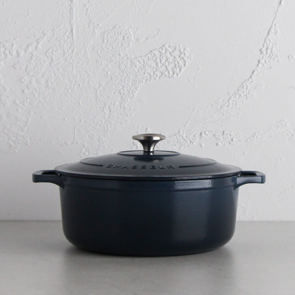 CHASSEUR | ROUND FRENCH OVEN | LICORICE BLUE | 28CM | 6.1L  |  FRENCH CAST IRON COOKWARE