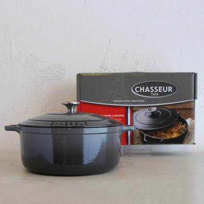 CHASSEUR  |  ROUND FRENCH OVEN  |  CAVIAR GREY  |  28CM  |  6.1L  |  CAST IRON COOKWARE