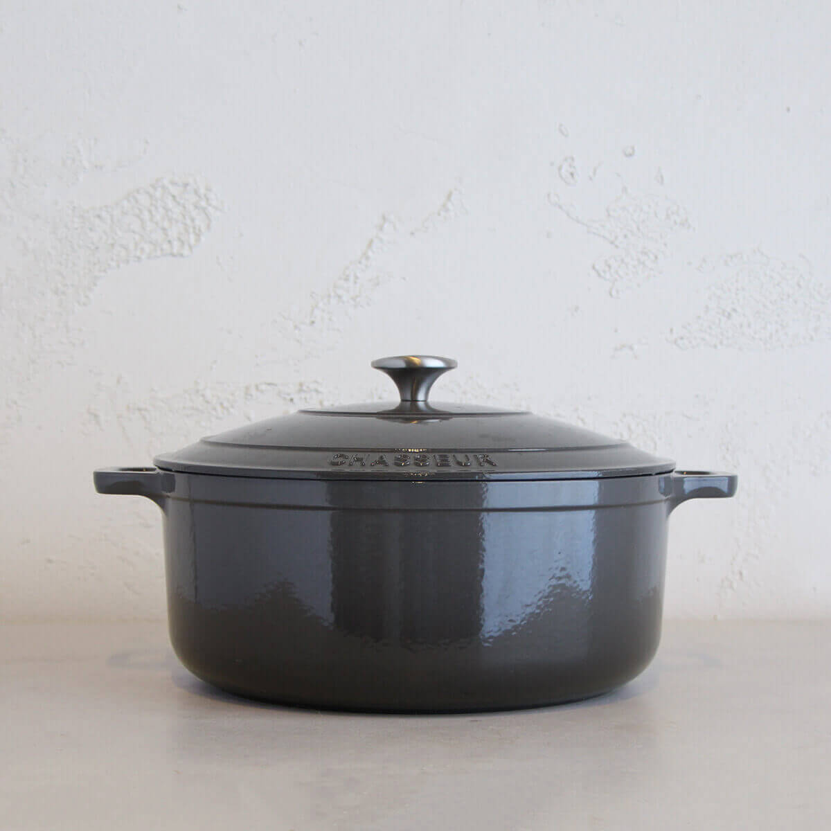 CHASSEUR  |  ROUND FRENCH OVEN  |  CAVIAR GREY  |   FRENCH ENAMEL COOKWARE