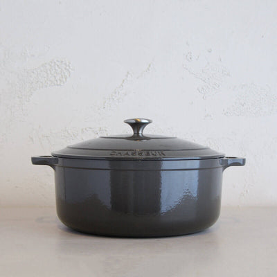 CHASSEUR  |  ROUND FRENCH OVEN  |  CAVIAR GREY  |   FRENCH ENAMEL CAST IRON COOKWARE