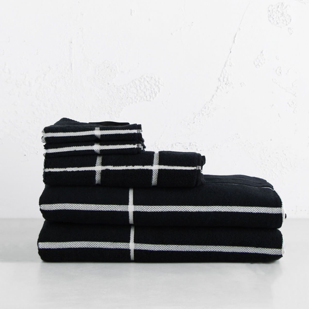 MARIMEKKO  |  TIILISKIVI BATH BUNDLE DOUBLE  |  BLACK & WHITE |  MODERN BATHROOM BUNDLE