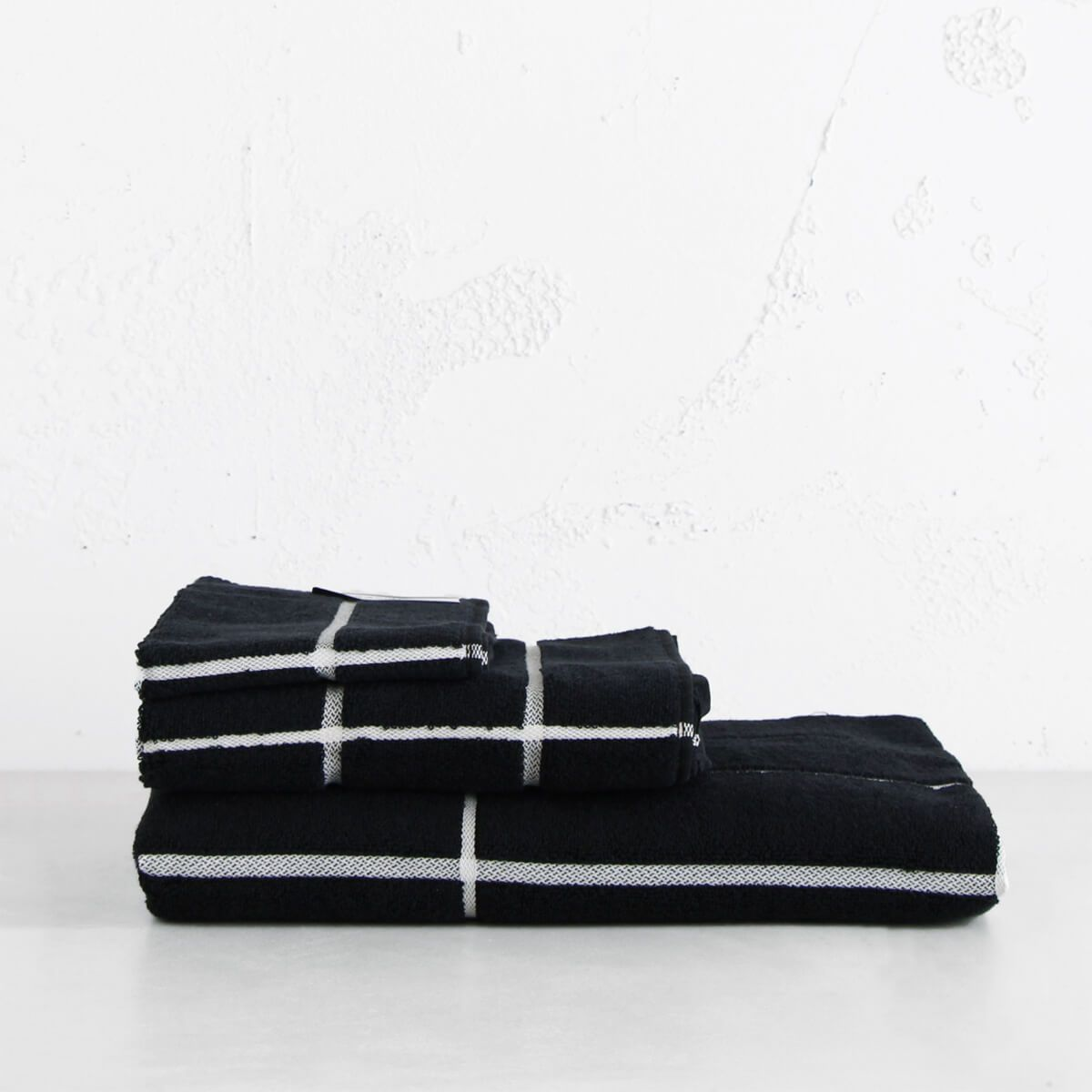 MARIMEKKO  |  TIILISKIVI BATH TOWEL BUNDLE SINGLE  |  BLACK AND WHITE