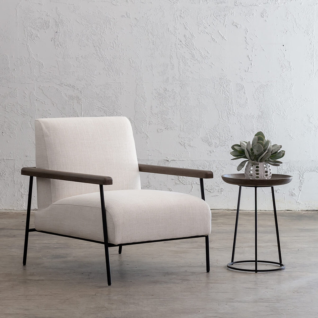 SAUVAGE ESSAN ARM CHAIR  |  SKIMMING STONE WHITE FABRIC  |  LOUNGE CHAIR