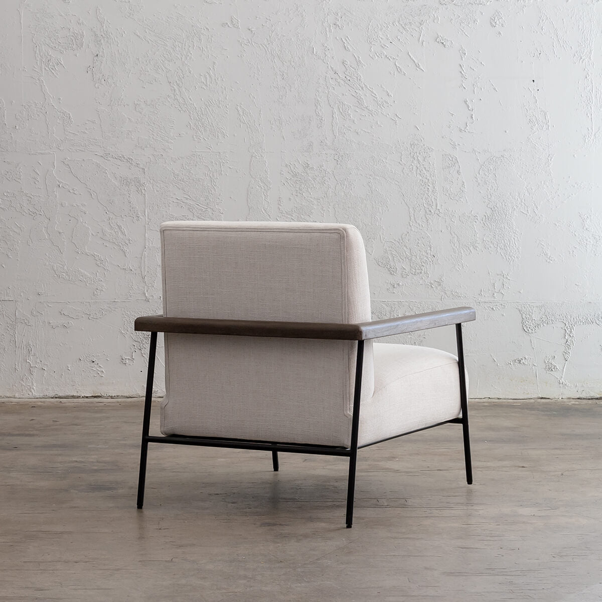 SAUVAGE ESSAN ARM CHAIR  |  SKIMMING STONE WHITE