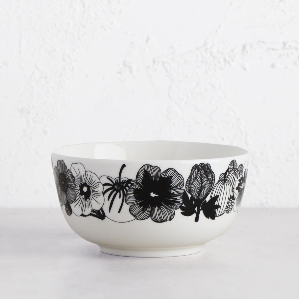 MARIMEKKO | OIVA SIIRTOLAPUUTARHA SERVING DISH .9 L | BLACK + WHITE SALAD BOWL
