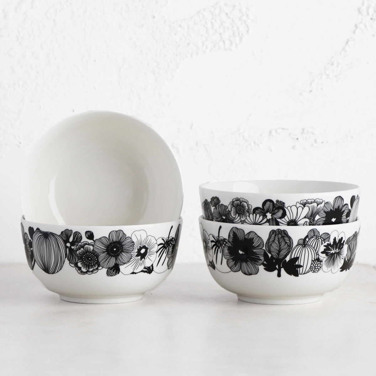 MARIMEKKO  |  OIVA SIIRTOLAPUUTARHA SERVING DISH .9 L BUNDLE  |  BLACK + WHITE BOWL