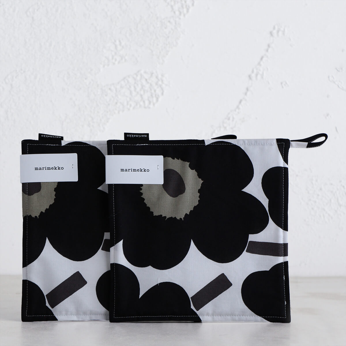MARIMEKKO  |  PIENI UNIKKO POT HOLDER BUNDLE  |  BLACK + WHITE + OLIVE  |  OVEN MITT