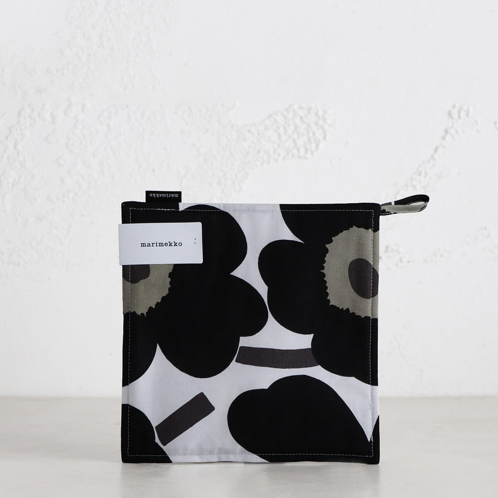 MARIMEKKO  |  PIENI UNIKKO POT HOLDER  |  BLACK + WHITE + OLIVE  |  OVEN MITT