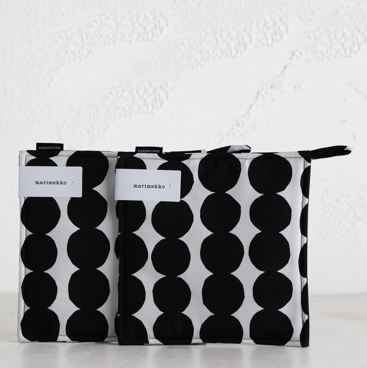 MARIMEKKO  |  RASYMATTO POT HOLDER BUNDLE  |  WHITE + BLACK SPOT  |  OVEN MITT