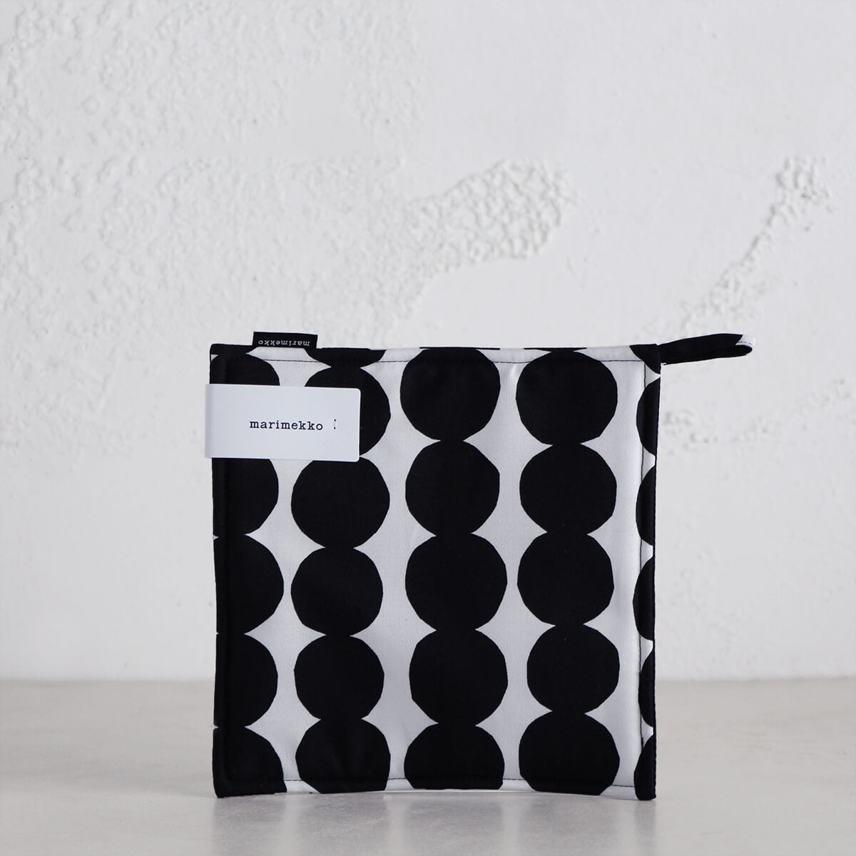 MARIMEKKO  |  RASYMATTO POT HOLDER  |  WHITE + BLACK SPOT  |  OVEN MITT