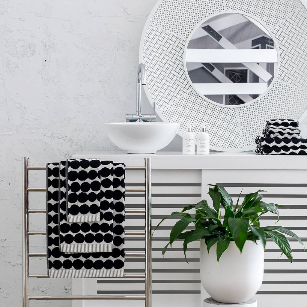MARIMEKKO  |  RASYMATTO  BATH TOWEL  |  BLACK SPOT  BATHROOM COLLECTION