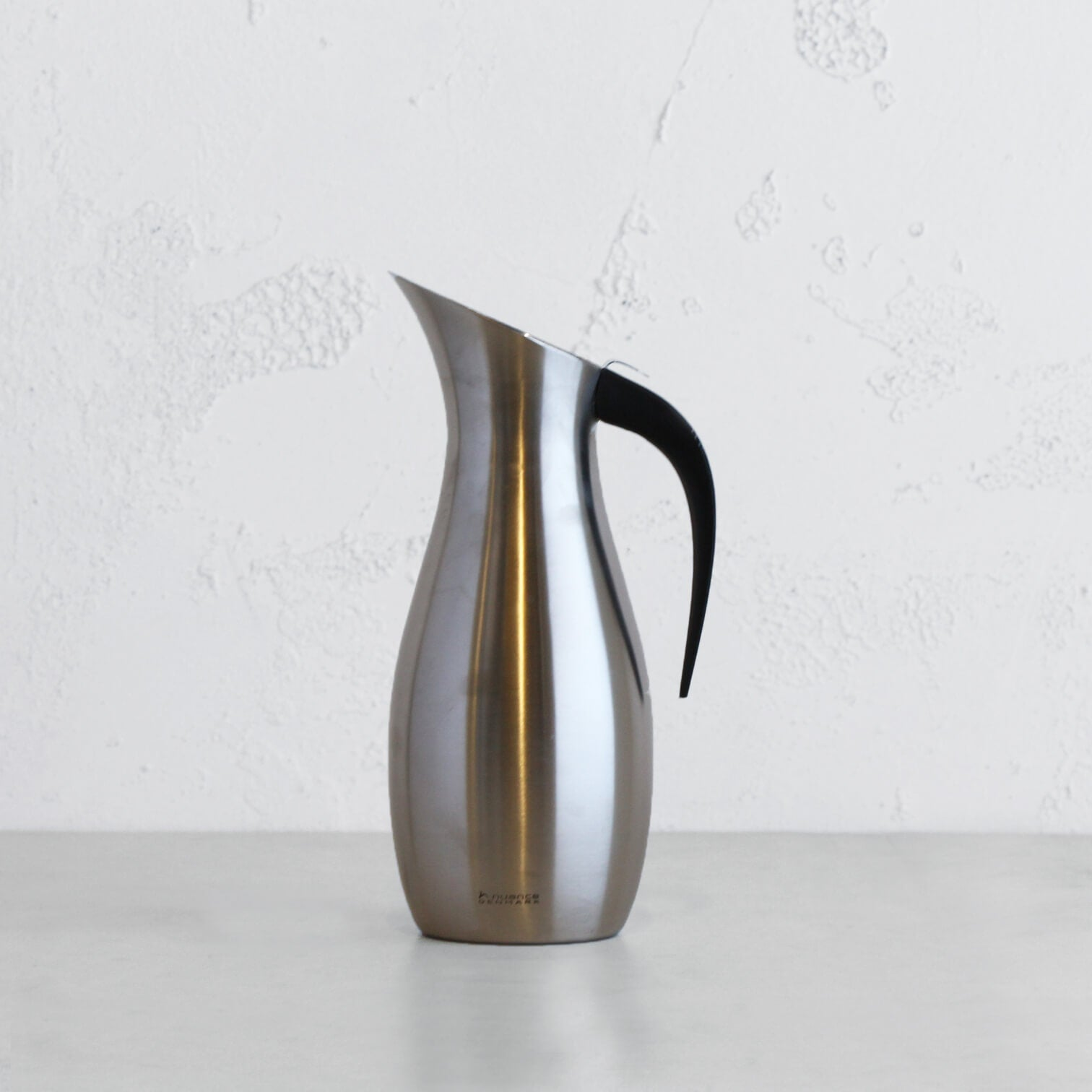 NUANCE WATER JUG | CARAFE STAINLESS STEEL WITH BRUSHED STEEL EXTERIOR