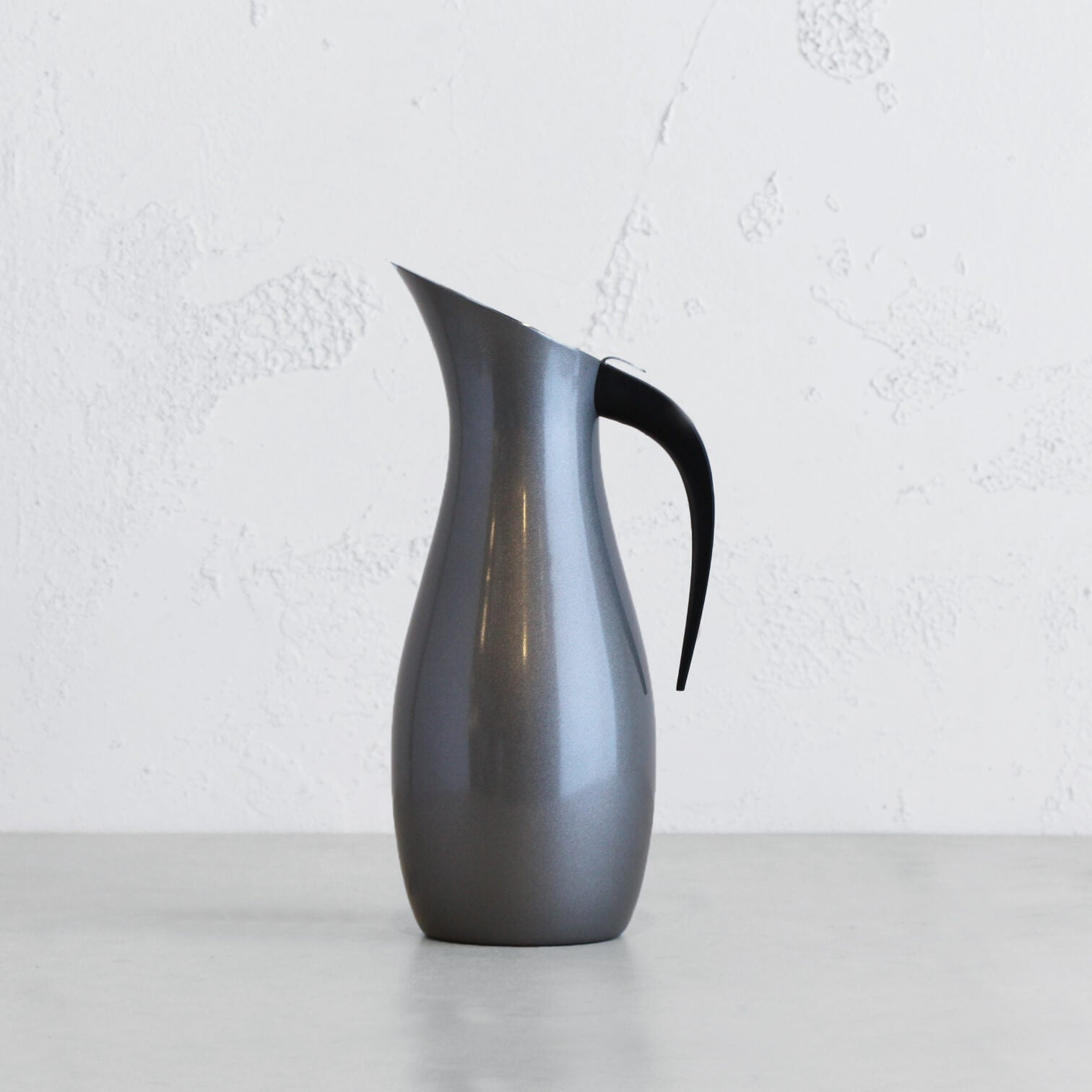 NUANCE WATER JUG | CARAFE STAINLESS STEEL WITH SATIN GREY EXTERIOR