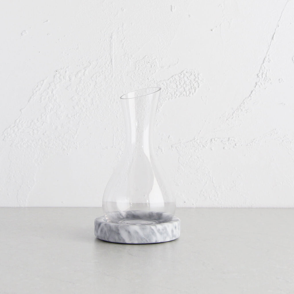NUVOLO DECANTER ON MARBLE BASE