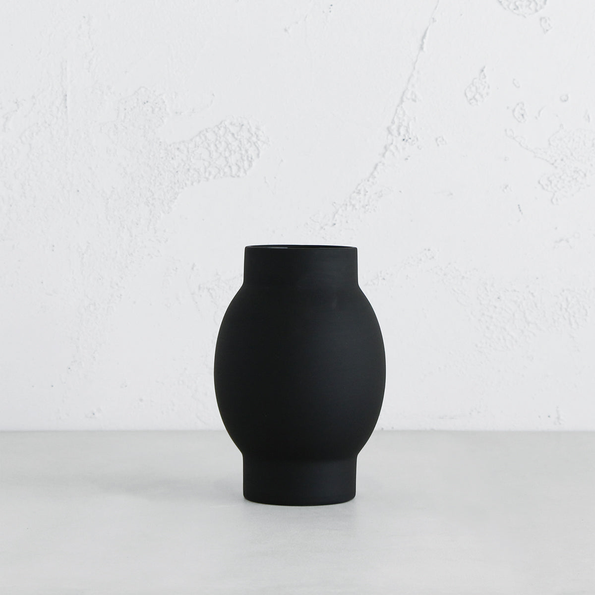 ARENA CERAMIC VASE  |  SMALL BLACK