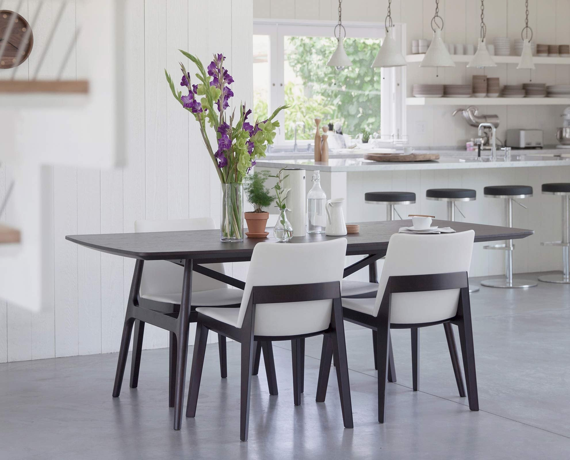 This dining table is designed in classic this dining table is designed - Elegant Traditional Scandinavian Style Dining Table Classic Modern Scandinavian Dining Room Design