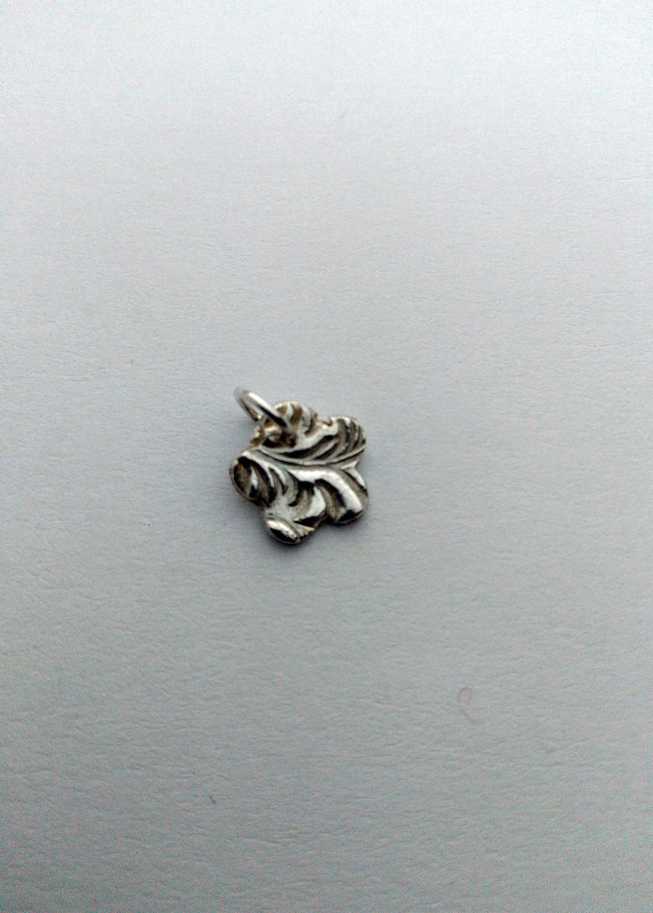 Small silver flower for bracelets and chain - silver charm - Carline Perulla