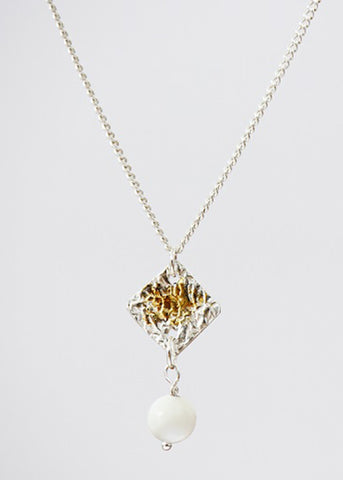 Amaralysis - A little gold plated and silver pendant with pearl - Carline Perulla