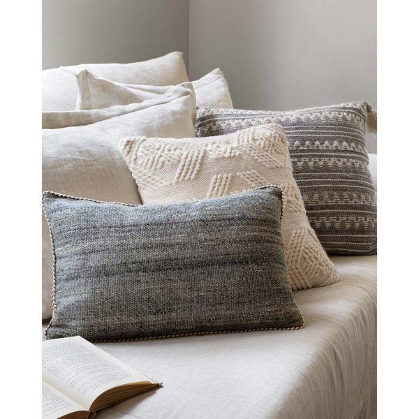 Cameron P1102 Pillow MH | Grey/Ivory