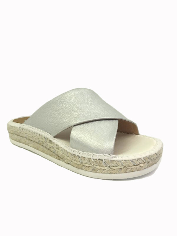 Kanna summer 2018 Silver and white leather cross over slides. Satin insole and foam sole, espadrille