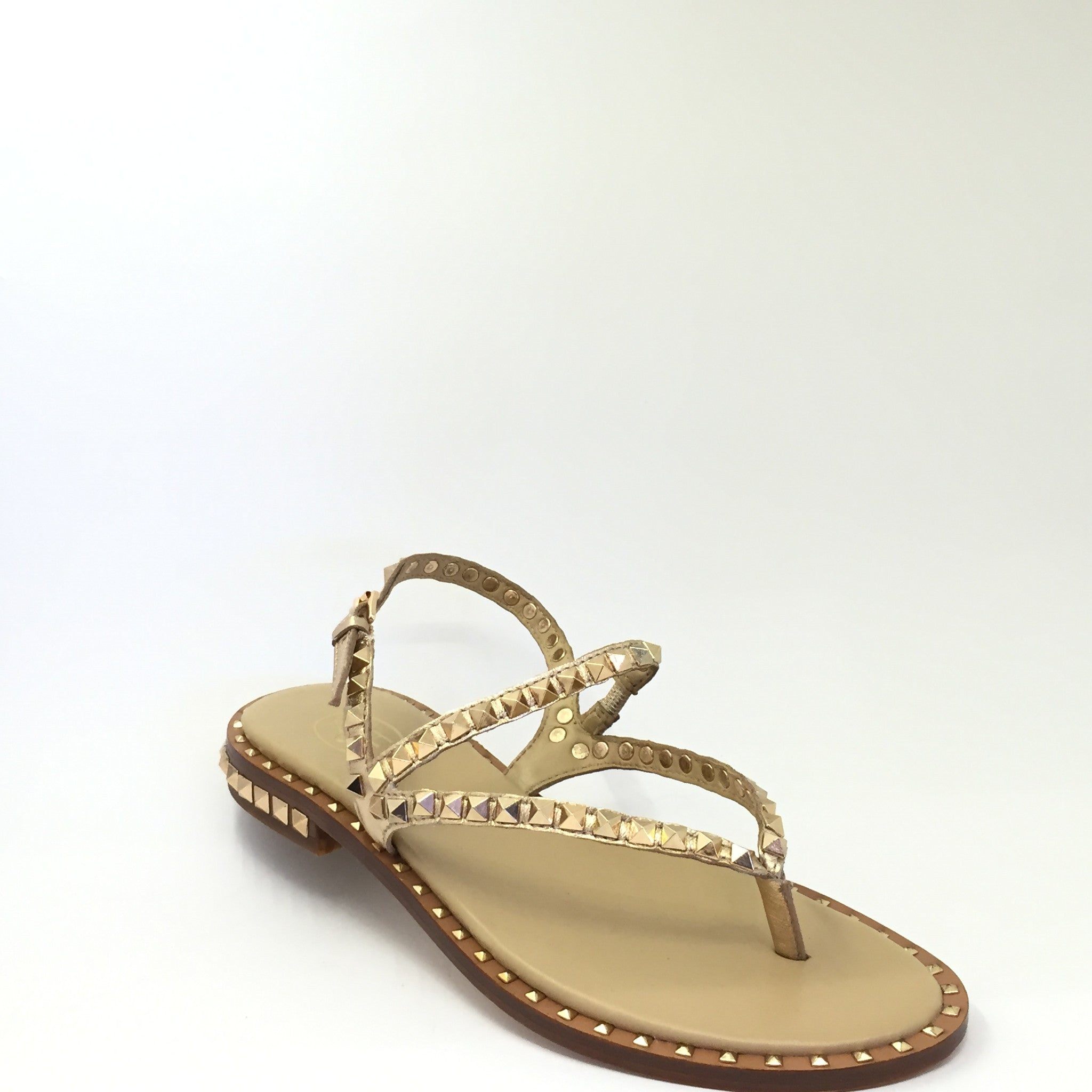 ASH rock stud sandals, summer style inspiration Paired with skinny jeans