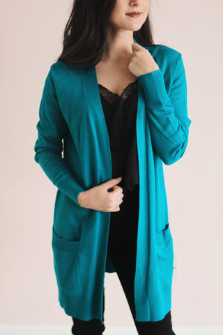LONG ESSENTIAL CARDIGAN IN TEAL
