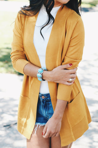 ESSENTIAL CARDIGAN IN MUSTARD